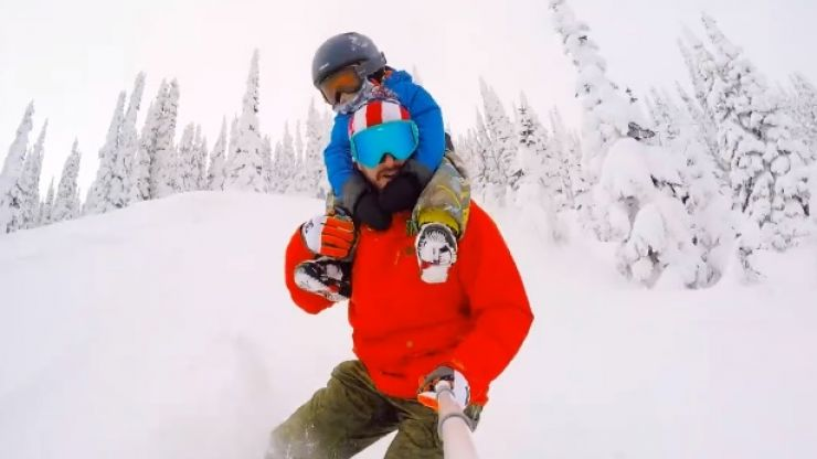 Video: A dad snowboarding down a mountain with his son on his shoulders