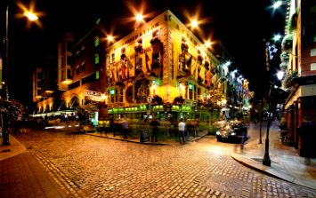 PIC: This before and after picture of Temple Bar the morning after Paddy's Day is brilliant
