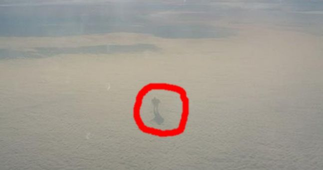 PIC: Irishman spots very strange figure in clouds during flight back to Cork for Christmas