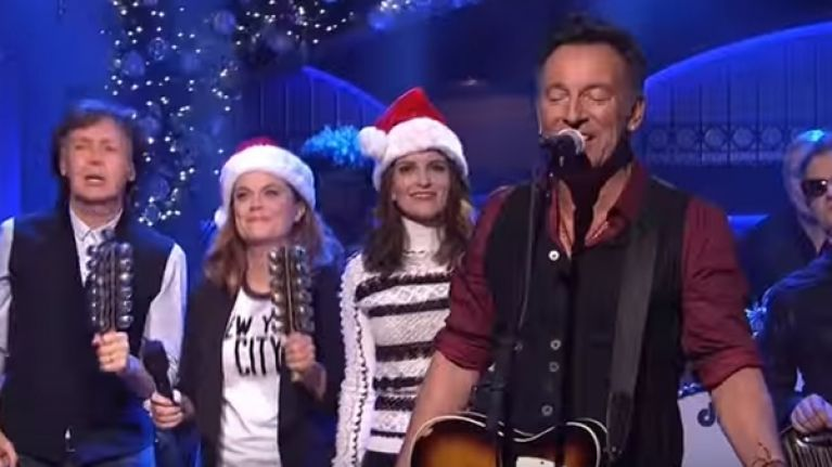 Bruce Springsteen Christmas.Video Bruce Springsteen And Paul Mccartney Singing Santa