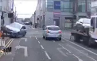 VIDEO: Scary scenes in Tullamore as car comes off tow truck and crashes in the street
