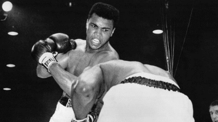 PIC: The Gardai's tribute to Muhammad Ali captures 'The Champ' at his charismatic best in Ireland