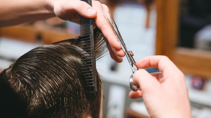 Hairdressers and barbers call for permission to open in June