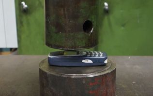 VIDEO: The strength of the legendary Nokia 3310 is tested with a hydraulic press