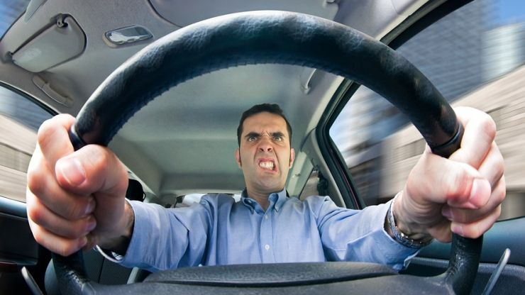 'Tailgating' revealed as most annoying driving habit amongst Irish motorists