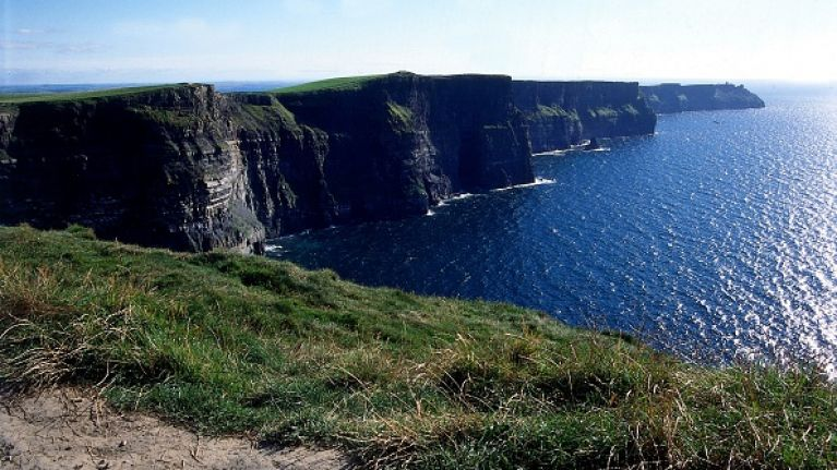 A man has died after a parachute jump off the Cliffs of Moher
