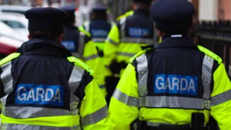 Gardaí unsurprisingly stop car with only half a windshield at checkpoint in Cork