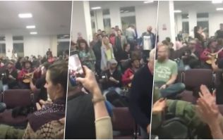 WATCH: Irish flight in Newcastle is delayed, passengers start massive trad session while waiting