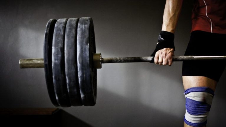 """Majority of weightlifters do this one thing to activate their """"strong neck muscles"""""""