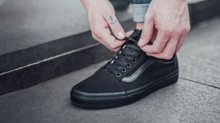 sports shoes 94975 be338 5 retro sneakers that have been improved with a triple black twist