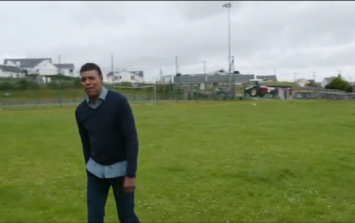 Chris Kamara attempts a 45, ends up pulling hamstring and clocking a tractor