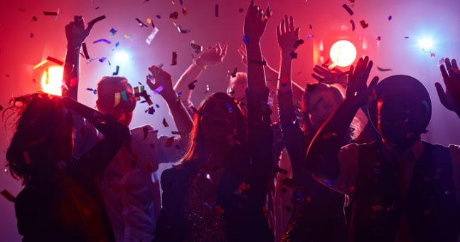 FEATURE: These are the 8 lies you tell yourself when you're on a night out