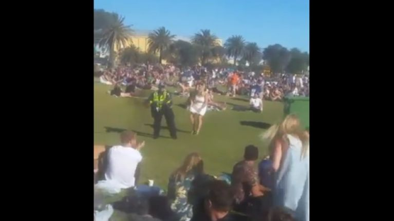 WATCH: Irish people in Melbourne got a great kick out of a policewoman trying hurling for the first time