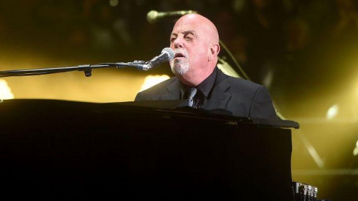 WATCH: Billy Joel breaks into a rendition of 'On Raglan Road' at the Aviva Stadium