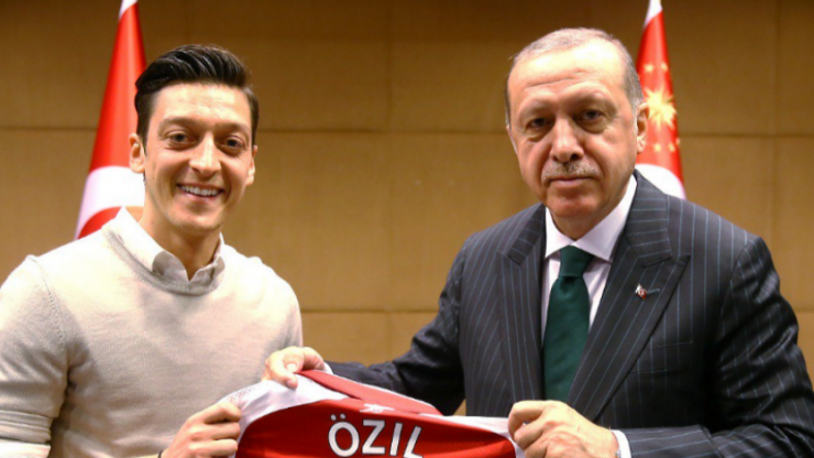 """Mesut Özil hits out at """"right-wing propaganda"""" in Germany following criticism for meeting Turkish President"""
