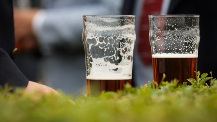 Legislation to allow pubs to serve alcohol at outdoor seating could be before Dáil as early next week