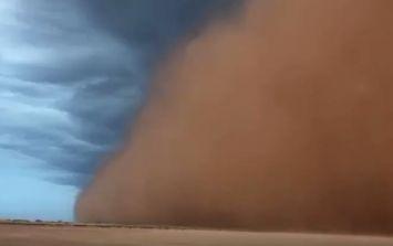 WATCH: Irish guy gets caught up in huge sandstorm in Australia
