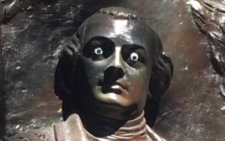 The police in America have gotten involved because a mystery person has put googly eyes on monuments