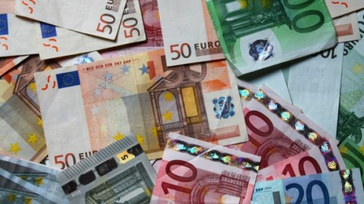Roscommon woman wins €250,000 on €10 scratchcard