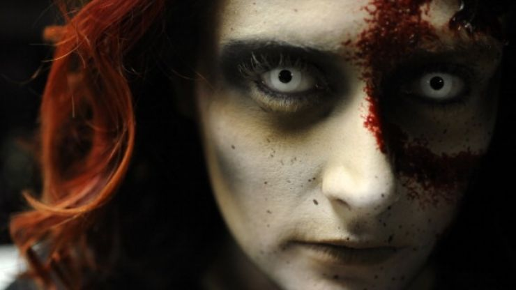 Serious health warning issued for anyone wearing novelty contact lenses over the Halloween period