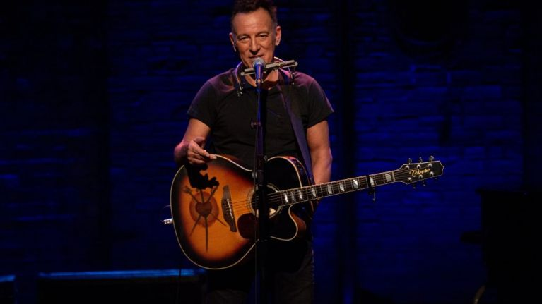 Netflix S Bruce Springsteen Special Does The Impossible It Makes