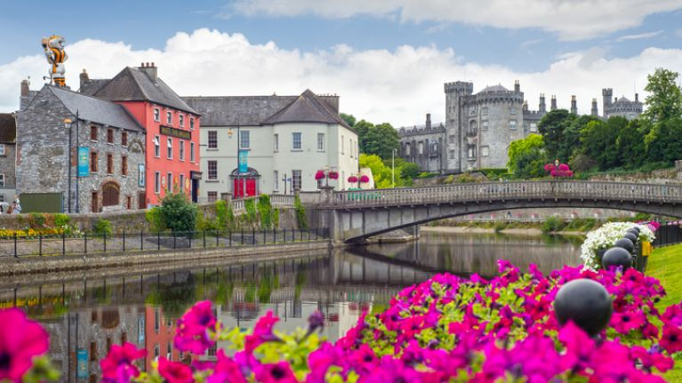 Man arrested after suspect device found in Kilkenny
