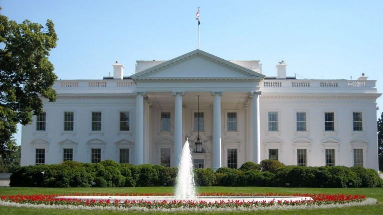 Man dies after setting himself on fire outside White House