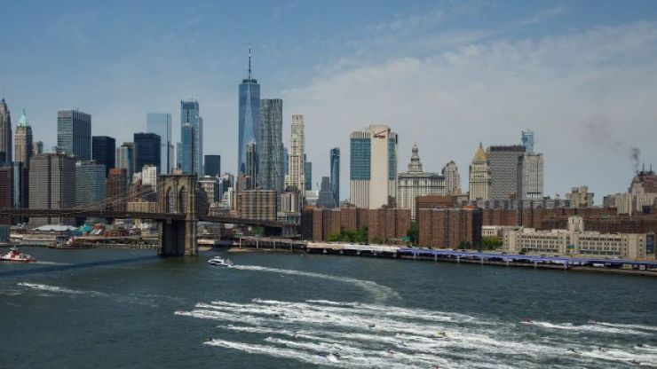 One fatality reported as helicopter crashes into New York skyscraper