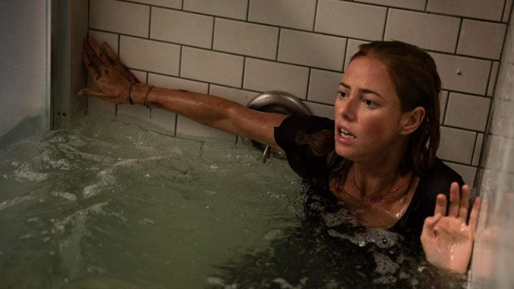 The director and star of Crawl reveal the hilarious rules about peeing in the water