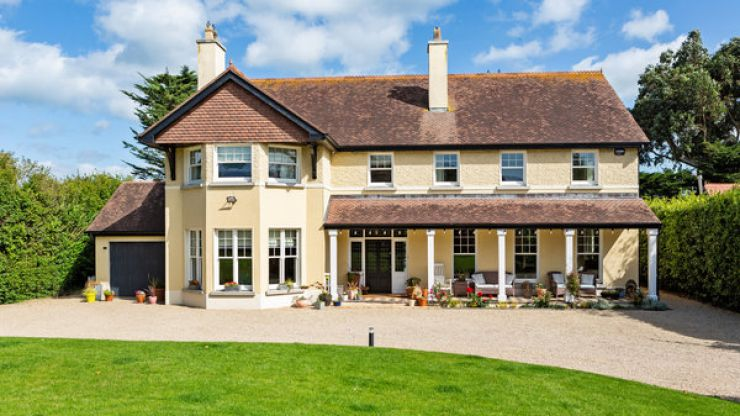 PICS: Saoirse Ronan is selling her beautiful Greystones home
