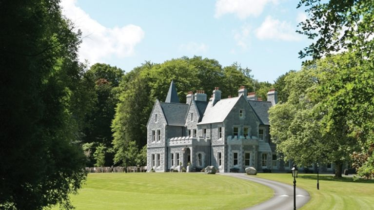 COMPETITION: Win a night for 2 in the deluxe room of Mount Falcon Estate