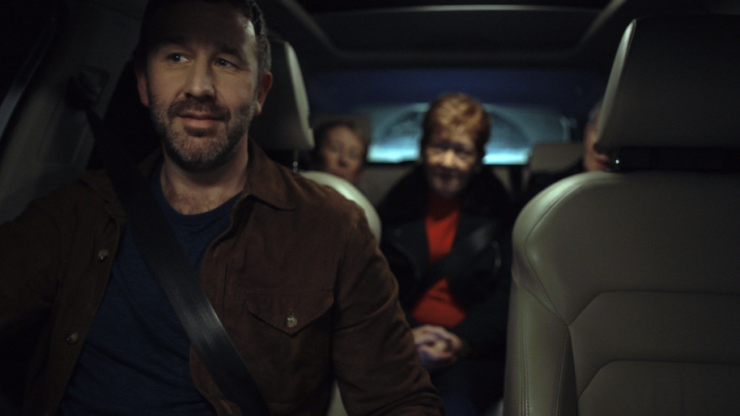 Chris O'Dowd surprises pub goers in Kerry with a lift