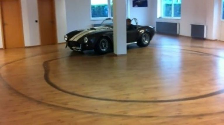 Video: German man takes his AC Cobra drifiting in his house