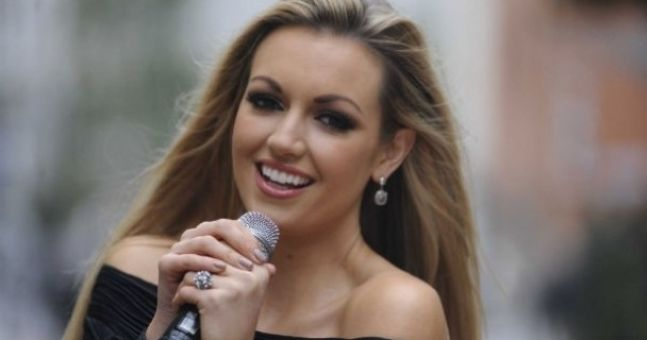 Rosanna Davison agrees deal to strip nude for Playboy