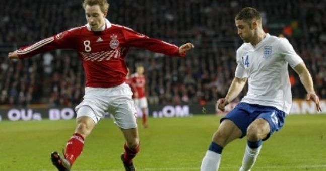 Theo Walcott recommends Arsenal sign Liverpool's Danish target
