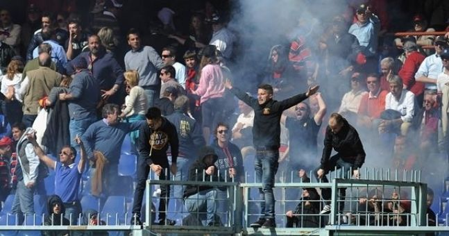 Video: Genoa 'Ultras' demand players give them their shirts mid-game. And they get them