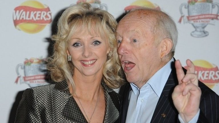 Magician Paul Daniels slices off a finger but it wasn't a trick