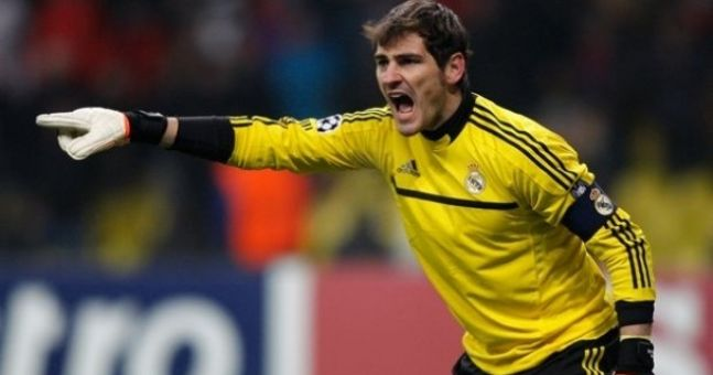 Video: Iker Casillas picks nose, wipes it on child's face