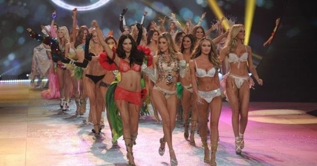 Gallery: The best pics from last night's Victoria's Secret show