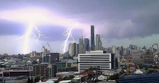 Amazing picture of lightning strike in Brisbane