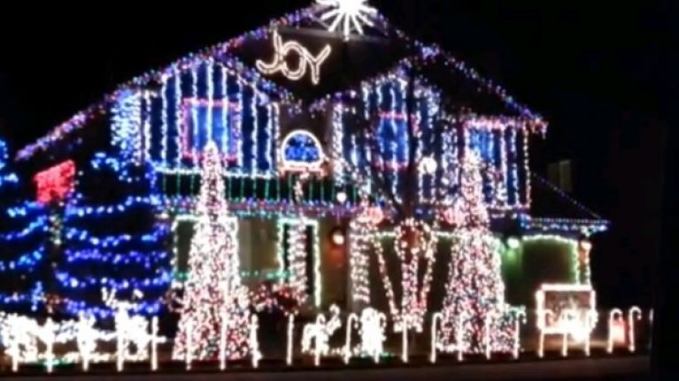 Christmas Dubstep.Video Have You Seen The Christmas Lights That Dance To Dubstep Music