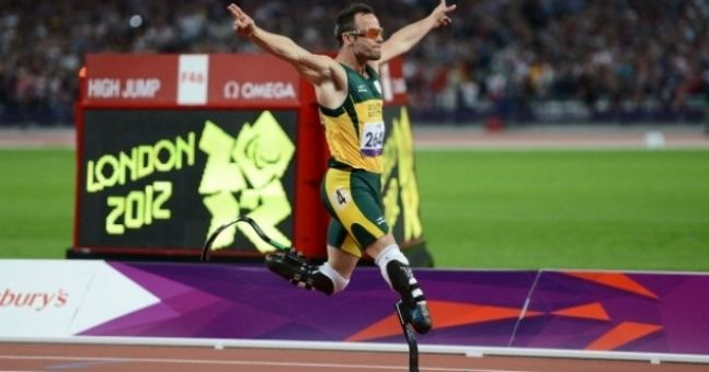 Video: Could you out-sprint a horse? Blade Runner Oscar Pistorius can