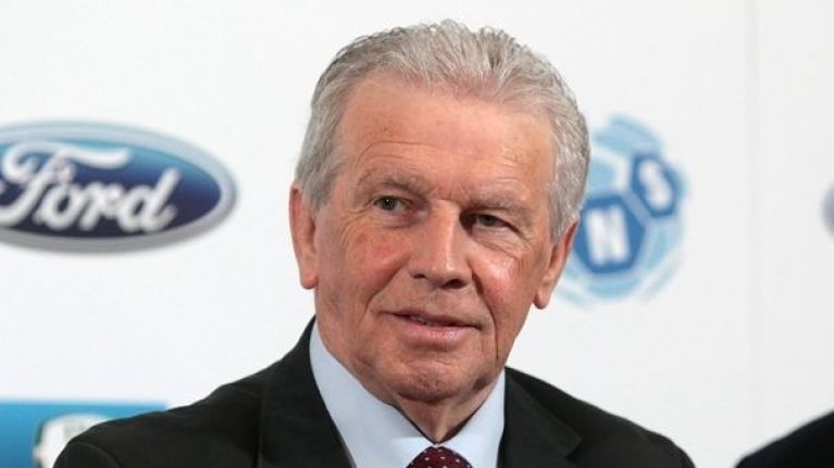 The only photo on John Giles' Wikipedia page is both bizarre and hilarious