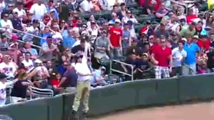 Video: Baseball ballboy makes the most spectacular catch you'll see all year