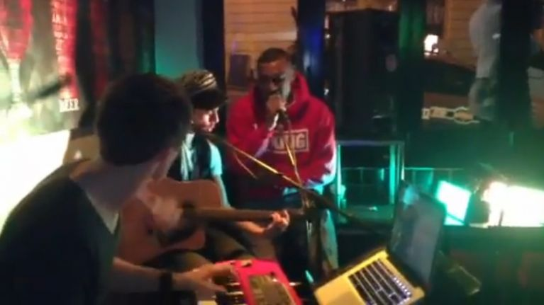 Video: Simon Zebo rapping 'No Diggity' and freestyling in a bar Down Under
