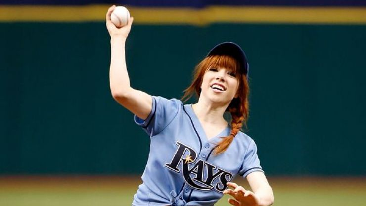 Video: Carly Rae Jepsen throws one of the worst first pitches of all time