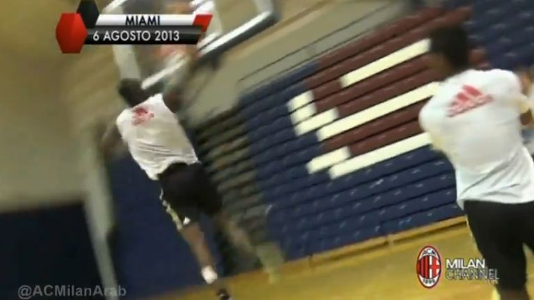 Video: Mario Balotelli shows off his slam dunking skills