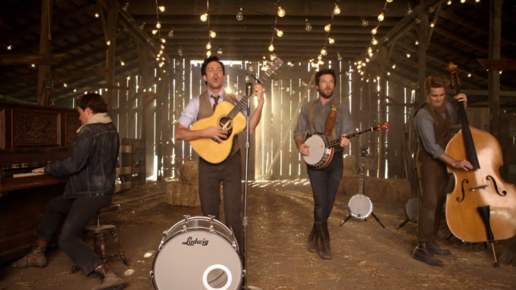 Video: Comedians Helms, Bateman and Sudeikis star in new Mumford & Sons video