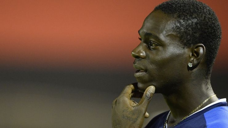 Video: Mario Balotelli awarded ridiculous last-minute penalty for AC Milan against Ajax