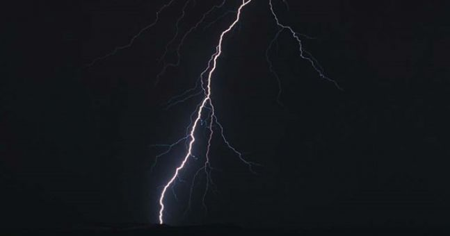A Real Bolt From The Blue Scientists Use Lightning To Charge Mobile Phone